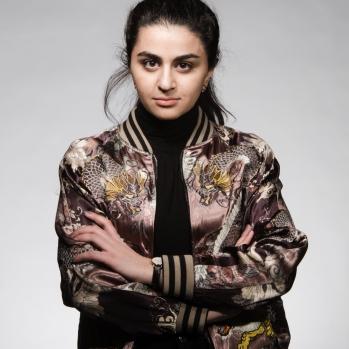 """Den Fjerde Bølgen Sofia Srour, samfunnsdebattant, en av de såkalte """"skamløse arabiske jentene"""""""