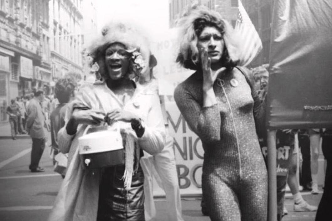 Marsha P. Johnson og Sylvia Rivera marsjerer i NY i 1973